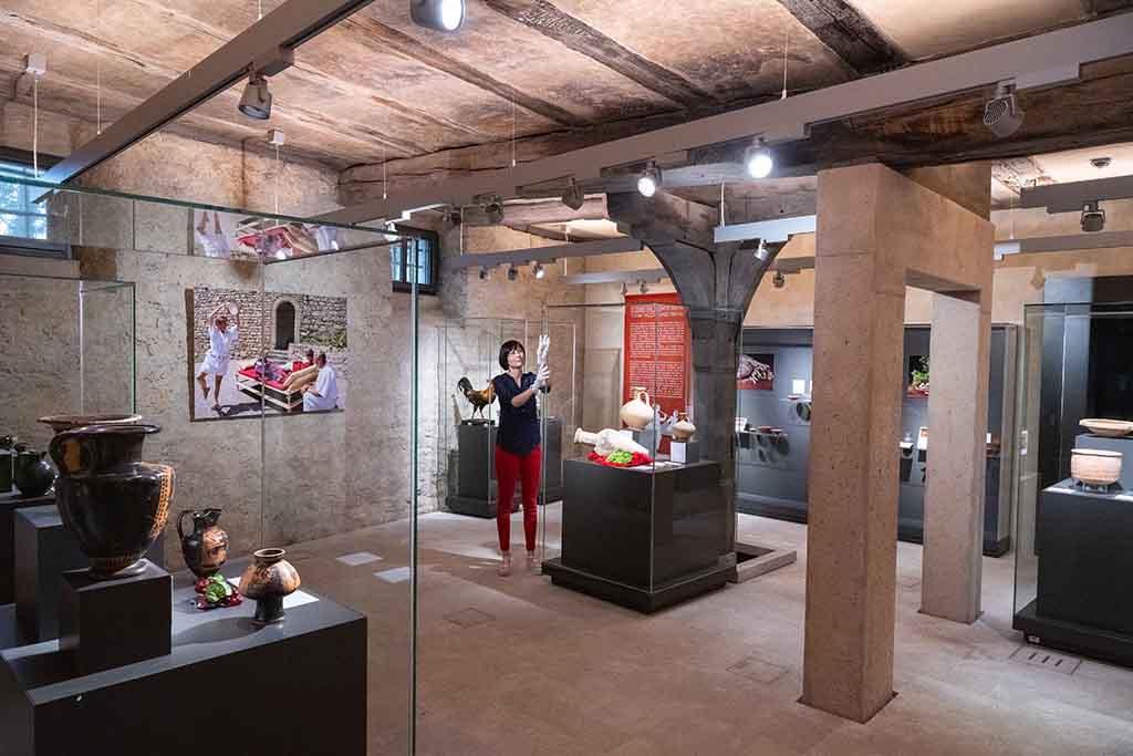 """FSU Jena – Ausstellung """"Mehr als Brot und Wein"""" 09.07. bis 31.08."""